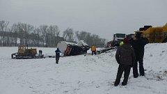 Odstranění nehody cisterny u Malovic trvalo skoro osmnáct hodin.
