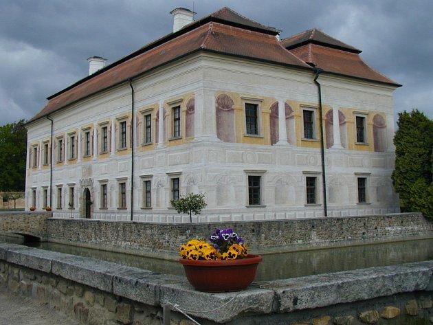 Nová cyklostezka by měla vést z Netolic kolem zámku Kratochvíle.
