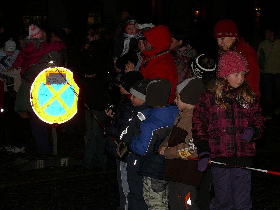 Silvestrovské oslavy v Prachaticích začaly dětským ohňostrojem.