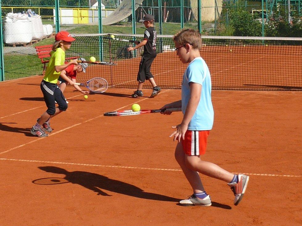 Proti českým tenistům v semifinále Davis Cupu sice nastoupí stejný počet.