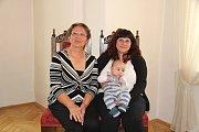 Tomáš Dvořák přišel na vítání občánků v Prachaticích s maminkou a babičkou.