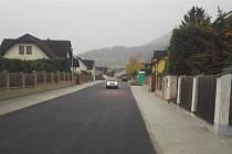 Nový povrch v Duhové ulici v Prachaticích.