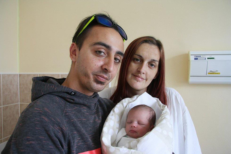 MIA KELLNEROVÁ, DUB.Narodila se ve čtvrtek 15. srpna ve 14.50 hodin v prachatické porodnici. Vážila 2840 gramů. Má sourozence: Samuel (10 let), Alex (8 let), David (4 roky), Adélka (3 roky), Petruška (2 roky), Saša (1 rok). Rodiče: Petra a David.