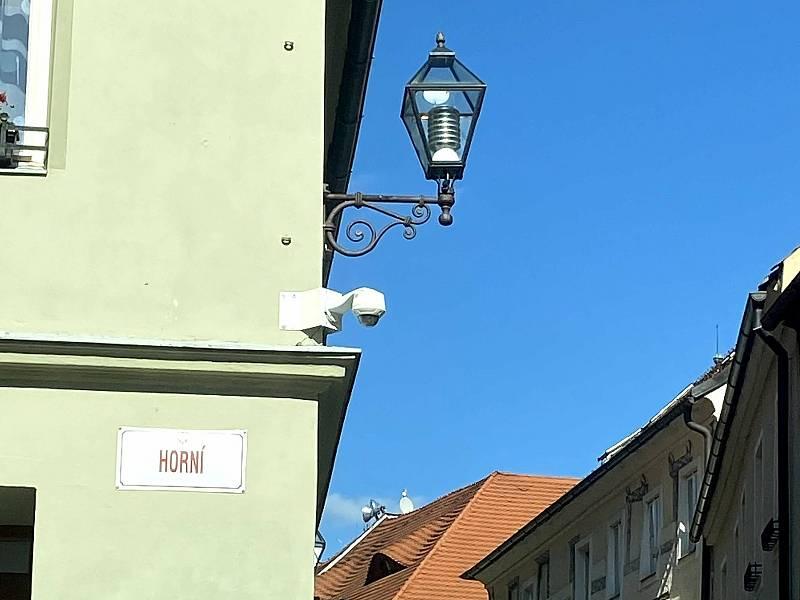 Kamera na bývalé lékárně v Solní ulici.