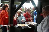 V Lenoře začala 12. sezona pečení v obecní peci.
