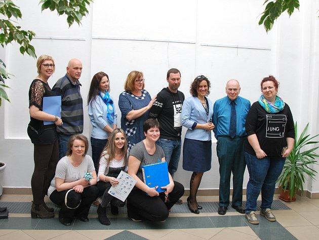 Do modré barvy se oblékli Prachatičtí a připojili se tak do kampaně Česko svítí modře.