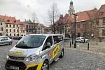 Taxík Maxík jezdí v nouzovém režimu.