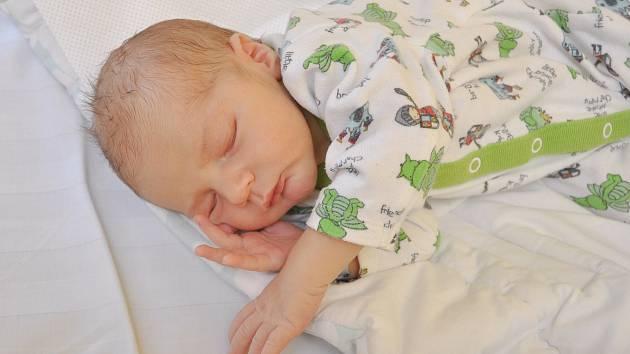 TADEÁŠ ŠTURMA, VACOV. Narodil se v úterý 27. srpna v 8 hodin a 13 minut ve strakonické porodnici. Vážil 3540 gramů. Má brášku Františka (19 měsíců).Rodiče: Jitka a František.