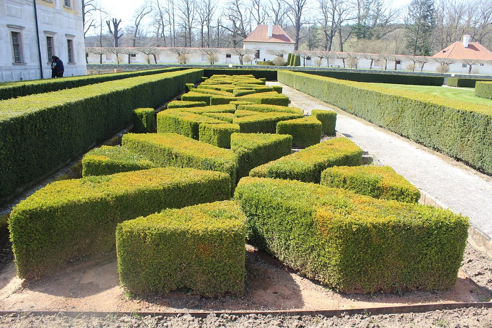 Zámek Kratochvíle u Netolic na Prachaticku uplynulý víkend 24. a 25. dubna opět otevřel své zahrady návštěvníkům.