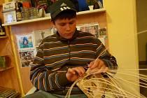 V Bušanovicích se pustili do pletení košíků.