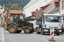 Opravy v ulici Jánská v Prachaticích.