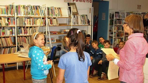 Prachatická knihovna zahájila akci Celé Česko čte dětem se žáky Základní školy ve Vodňanské ulici. Ti si vyslechli pověst o Pradědu od Růženy Vincikové z Prachatic.