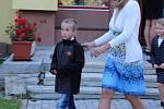 Prvňáčci ve Vodňance dostali každý svůj zvoneček a společně s třídní učitelkou Olgou Michálkouvou si první den ve škole zazvonili.
