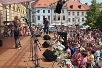 Červen 2014 Prachatice: Hlavní hvězdou sobotního programu Slavností Zlaté stezky se v roce 2014 stala Helena Vondráčková, i když její večerní koncert předčasně ukončila bouřka.