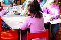 Vedení obce chce nově vybavit budovu školy a školky, musí však nejprve uspět s žádostí o dotaci. Ilustrační foto.