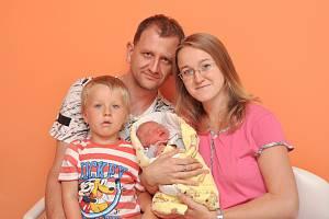 DAVID ŠIMEK, LENORA. Narodil se v pondělí 1. července v 18 hodin a 59 minut ve strakonické porodnici. Vážil 2950 gramů. Má brášku Marečka (4 roky). Rodiče: Gabriela a Milan.