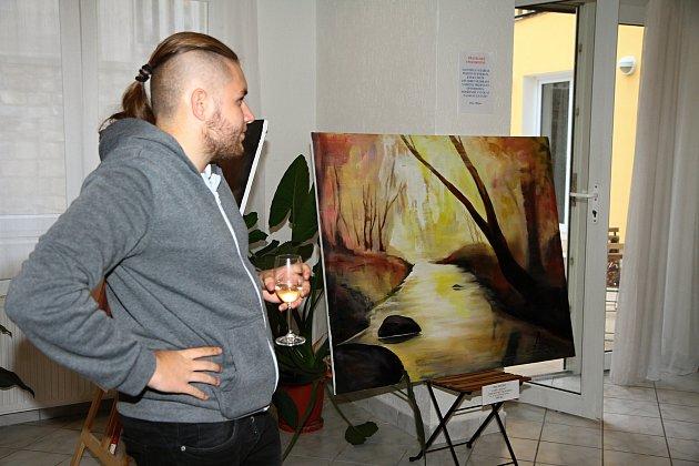 Vernisáž výstavy obrazů Petra Mitro v Happy Cofee ve Vimperku.