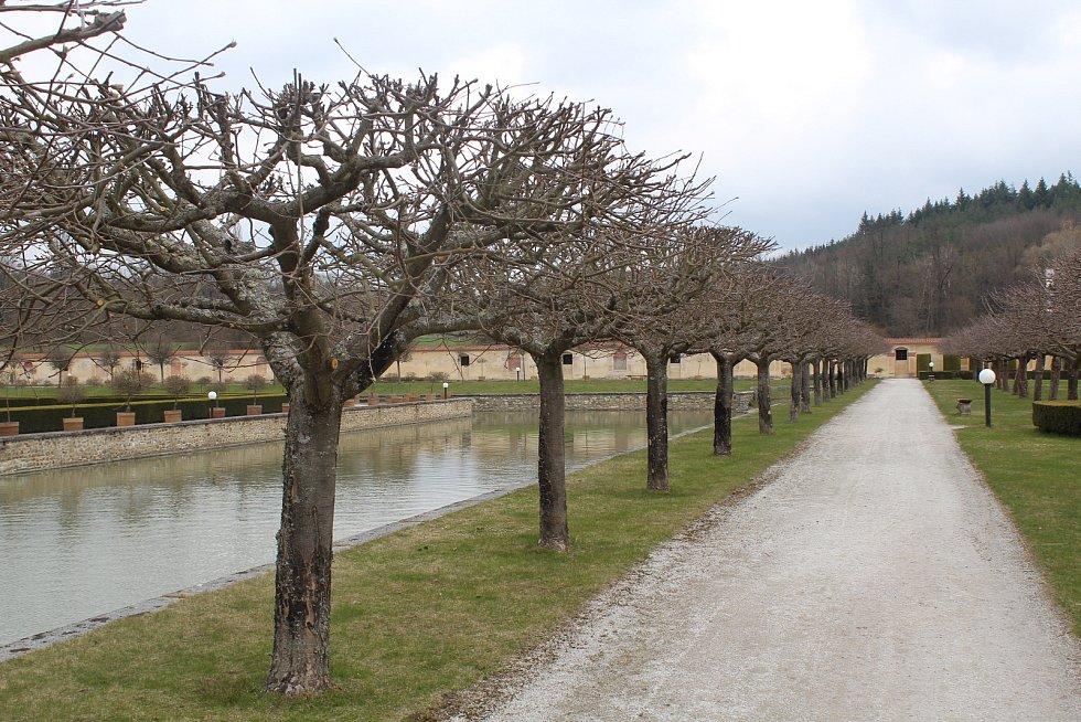 Zahrady zámku Kratochvíle jsou otevřené.