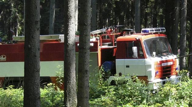 Prachatičtí hasiči v sobotu vyjížděli k dopravní nehodě, která se v půl šesté večer odehrála na silnici u obce Žernovice. Ilustrační foto.