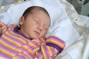 TEREZA KOWALEWSKÁ, VIMPERK. Narodila se v pátek 8. března ve 13 hodin a 10 minut v prachatické porodnici. Vážila 3080 gramů a měřila 52 centimetrů. Má sestřičku Nikolku (5 let). Rodiče: Lucie Kowalewská.
