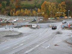 Prostor nové okružní křižovatky ve Vimperku.