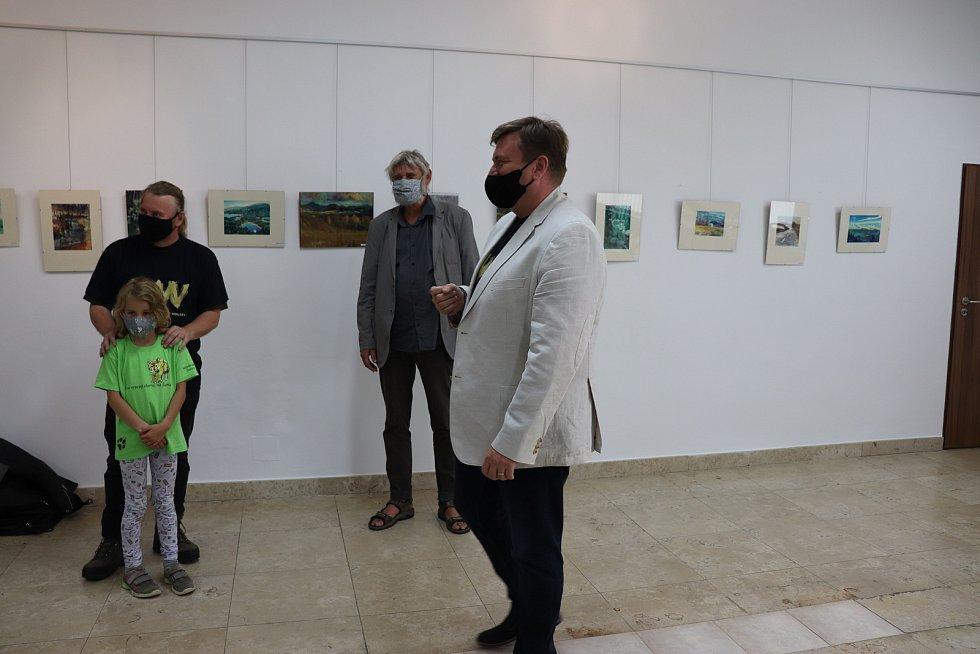 Vernisáž výstavy obrazů Pavla Hubeného a Aleše Šulce.
