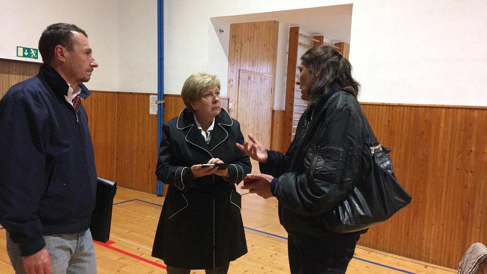 Na místo dorazila i hejtmanka Ivana Stráská. Také Marta Spálenková vedoucí krizového řízení kraje a Petr Soukup.