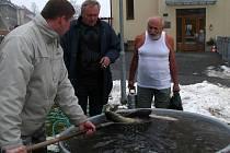 Prodej ryb ke štědrovečerní večeři začal.