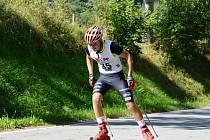 V Krušlově se závodilo na kolečkových bruslích i lyžích.