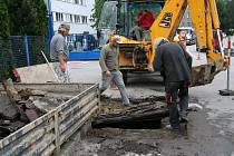 Město dodrželo slib a začalo s opravou v Krumlovské ulici.