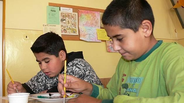 Děti malovaly hlavně vánoční témata.