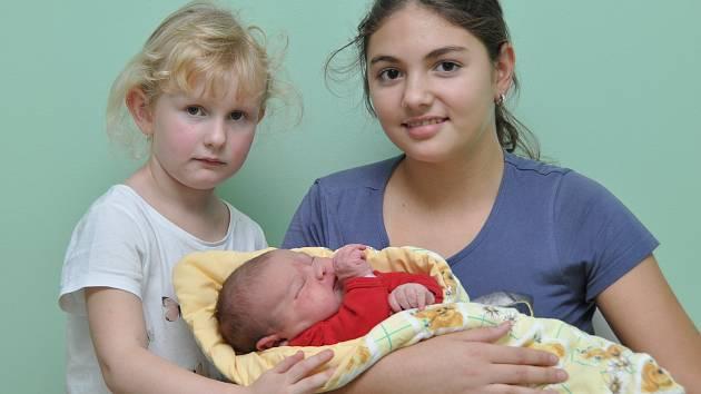 Eliška (10) a Barborka (6) mají od 7. října sestřičku. Dostala jméno Tereza Trojanová, narodila se ve strakonické porodnici v 16.27 hodin a sestřičky jí navážily 5030 gramů. Rodiče si svou třetí dceru odvezli do Vimperka.