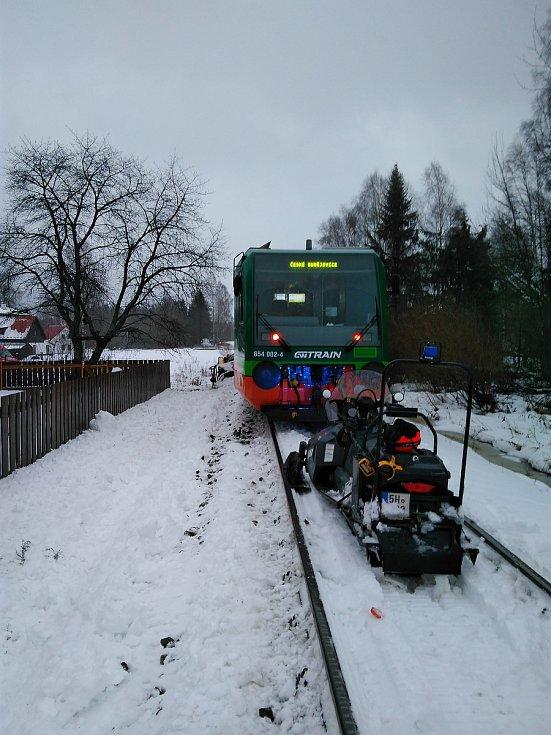 Srážka osobního auta s vlakem. Foto: Horská služba Šumava