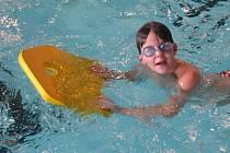 Na tréninku v bazénu.