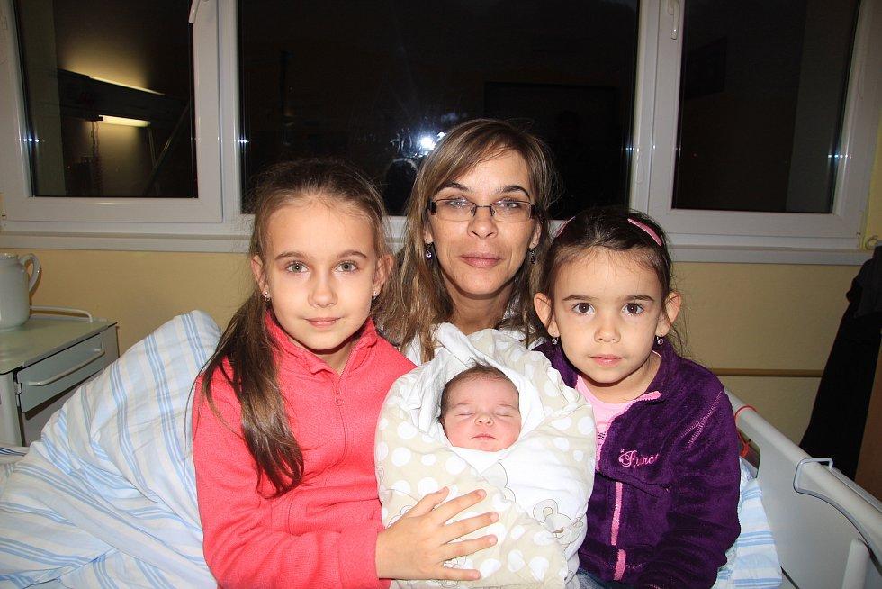 MARIE HUBROVÁ, VLACHOVO BŘEZÍ. Narodila se ve čtvrtek 28. listopadu v 0 hodin a 43 minut v prachatické porodnici. Vážila 3600 gramů. Má sestřičky Věrušku (4 roky) a Aničku (7 let). Rodiče: Anna a Lubor Hubrovi.