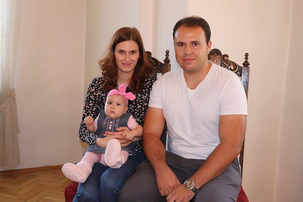 Eleonora Opelková s rodinou.