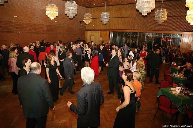 Sobotní ples vimperské dechovky a mažoretek.Foto: Bedřich Kubálek