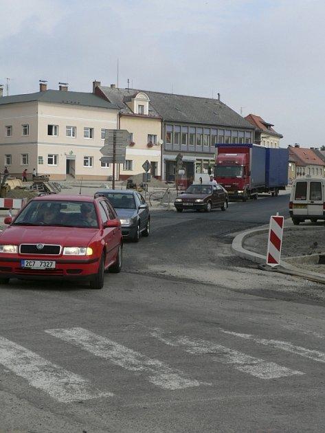 Po rekonstrukci se dnes náměstí slavnostně otevře.