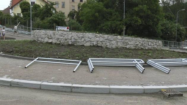 Druhá kruhová křižovatka je těsně před dokončením.