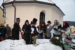 Pohřbívání Bakuse připravili o víkendu Žernovičtí. A diváků byly stovky.