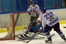Vimperští hokejisté zdolali v dalším domácím utkání Humpolec 5:4.