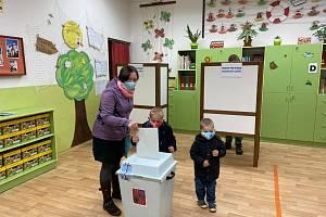 Krajské volby v prachatickém volebním okrsku číslo 8 v Základní škole ve Vodňanské ulici.