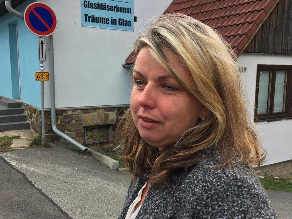 Paní Miluše, první obyvatelek zdemolovaného domu, která se vrátila do Lenory po propuštění z nemocnice.