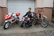 Tomáš Bařina od malička krotí silniční motorky.