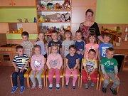Na snímku je první třída Základní a mateřské školy Šlapanov s třídní učitelkou Miluší Pytlíkovou.