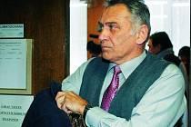 KAMENNÝ VÝRAZ. Jaroslav Šiman sledoval celé jednání soudu se smutným výrazem ve tváři. Výrok soudce pro něj znamená šestiměsíční trest odnětí svobody s podmínkou na jeden rok.