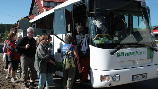 Šumavou brázdí zelené autobusy. Ilustrační foto.