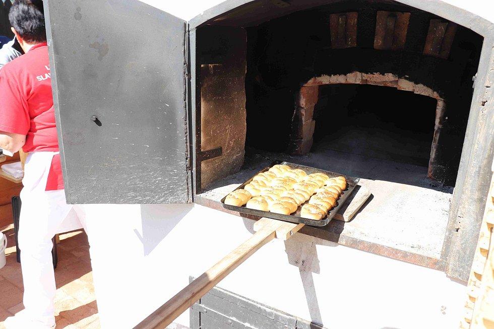Svatojánské pečení ve Volarech