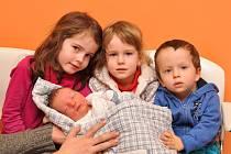 FRANTIŠEK MAREK, VIMPERK. Narodil se 3. února ve 13 hodin 19 minut ve strakonické porodnici, vážil 3700 gramů. Vyrůstat bude se sourozenci Terezií (5), Marii (3) a Antonína (2).