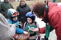 Pro příznivce zimních radovánek i přes nepřízeň počasí uspořádali nadšenci z oddíluLibín 1096 na sjezdovkách na Libínském Sedle v sobotu dopoledne sportovní den.